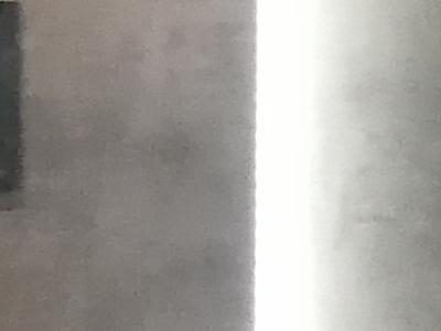łazienka z kulistym zlewem i okrągłym lustrem